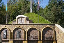 Братська могила загиблих вояків ОУН меморіального комплексу в Надвірній