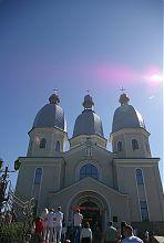 Центральний фасад Благовіщенського собору в Надвірній