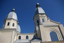 Центральна нава та трансепт надвірнянського собору Благовіщення Діви Марії