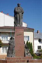 Скульптурна група пам'ятника Шевченку в Надвірній