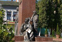 """Скульптурна група """"Сліпий бандурист та його поводир"""" пам'ятника Шевченку"""