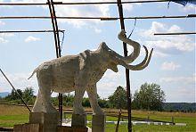 Статуя мамонтенка історичного парку на околицях Підгір'я