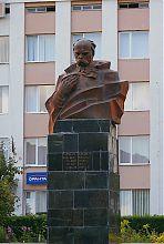 Погруддя Т. Шевченко в Богородчанах