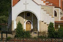 Портал центрального входу храму Різдва Іоанна Хрестителя Яремче