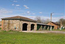 Пташник та каретний гараж (колишні стайні Судермана) в Зеленому