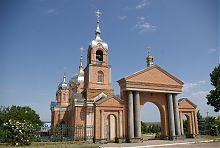В'їзна брама храму в Нововасилівці