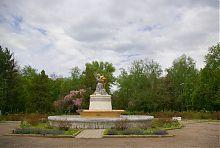 Один з фонтанів в парку глиняних скульптур Слов'янського курорту