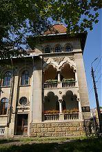 Кутовий ризаліт-вежа палацу радників консисторії