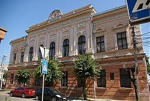 Центральний фасад Українського народного дому в Чернівцях