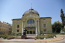 Центральний фасад чернівецького театру ім. Ольги Кобилянської