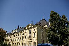 Південний фасад музикально-драматичного театру в Чернівцях