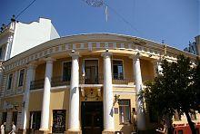 Центральний колонний портик кав'ярні Тесажа