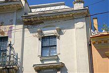 Оформлення вікон третього поверху Художнього музею в Чернівцях