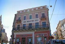 """Центральний фасад чернівецького готелю """"Бель в'ю"""""""