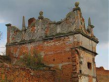 Фігурний аттик Східної вежі Старосельського замку