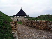 Восточная (Бендерская) башня крепости в Хотине