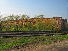 Вид Старосельського замку з залізничної станції