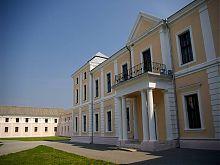 Центральний вхід Вишневецького палацу