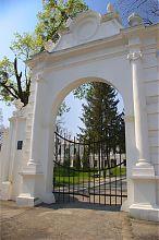 Центральний в'їзд Вишневецького замку