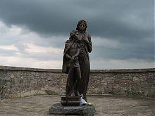 Скульптура Илоне Зрини и Ференцу ІІ Ракоци мукачевского замка Паланок