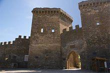 Комплекс Главных ворот генуэзской крепости в Судаке