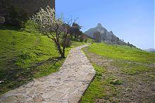 Дорога к Консульскому замку генуэзской крепости в Судаке