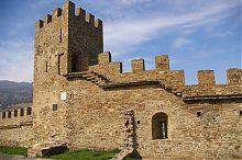 Башня Коррадо Чикало генуэзской крепости в Судаке