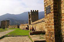 Северо-восточная стена генуэзской крепости в Судаке