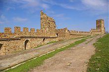 Башни Лукини ди Фиески и Коррадо Чикало генуэзской крепости в Судаке