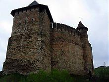 Северная башня крепости в Хотине