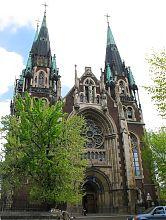 Головний фасад костелу святої Ельжбети (святих Ольги і Єлизавети) у Львові