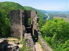Стіна другої лінії оборони замку в Невицькому на Закарпатті