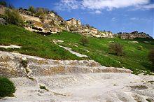 Подступы к пещерному городу Кчфут-Кале в Крыму