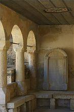 Святые изречения в Большой кенасе пещерного города Чуфут-Кале в Крыму