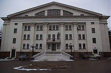 Восточный фасад Мариупольского академического драматического театра