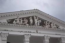 Скульптурное оформление фронтона Мариупольского академического драматического театра