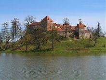 Пруд у подножья Свиржского замка Львовщины