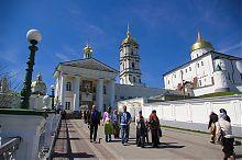 Аллея к Свято-Успенской Почаевской лавре