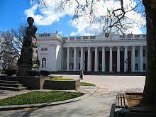 Думская площадь у старого здания биржи в Одессе