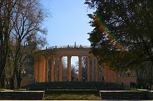 Центральний вхід до дніпропетровського парку ім. Т.Г. Шевченка