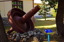 Дробильный конус (экспонат) в Докучаевске