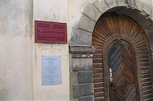 Центральный вход львовского Армянского Успенского кафедрального собора Львова