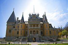 Восточный фасад дворца в Массандре