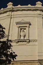 Бюст адмірала Нахімова будівлі панорами Оборона Севастополя 1854 - 1855 року на Історичному бульварі