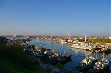 Плавучий док у восточного берега Южной бухты Севастополя