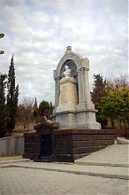 Надгробный памятник графу Эдуарду Тотлебену на Братском кладбище Северной стороны Севастополя