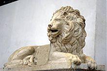Мраморный лев Графской пристани в Севастополе