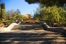 Центральні сходи меморіального комплексу на Малаховому кургані