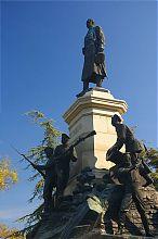 Памятник Тотлебену на Историческом бульваре Севастополя