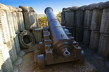 Орудия времен обороны Севастополя 1854-1855 годов на Четвертом бастионе Исторического бульвара